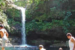 hero-waterfalls_monkeys_hiking